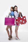 时尚年轻女人购物