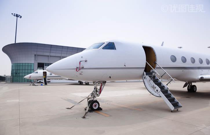 私人飞机停在机场 优图佳视