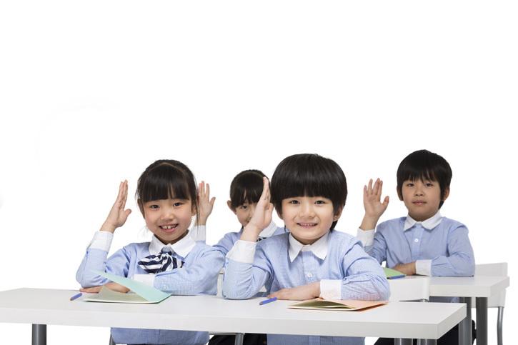 小学生上课举起手|优图佳视