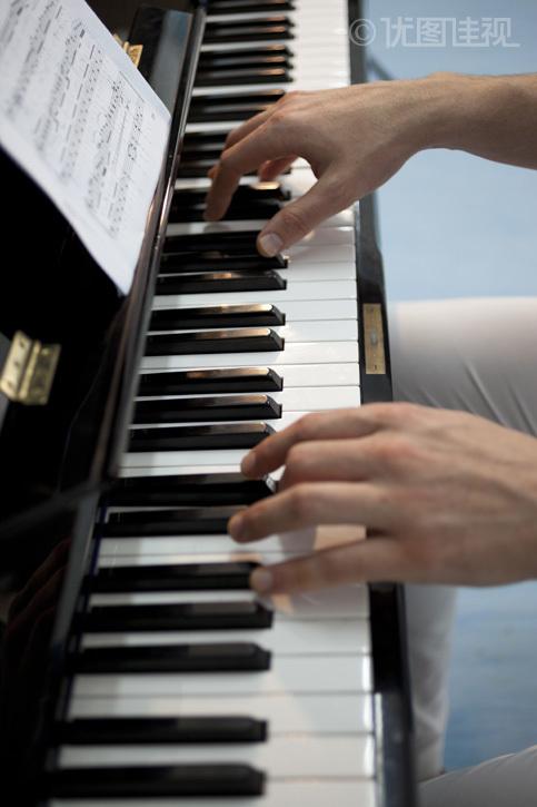 弹钢琴的手|优图佳视