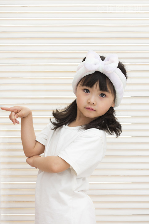 可爱的小女孩做鬼脸|优图佳视